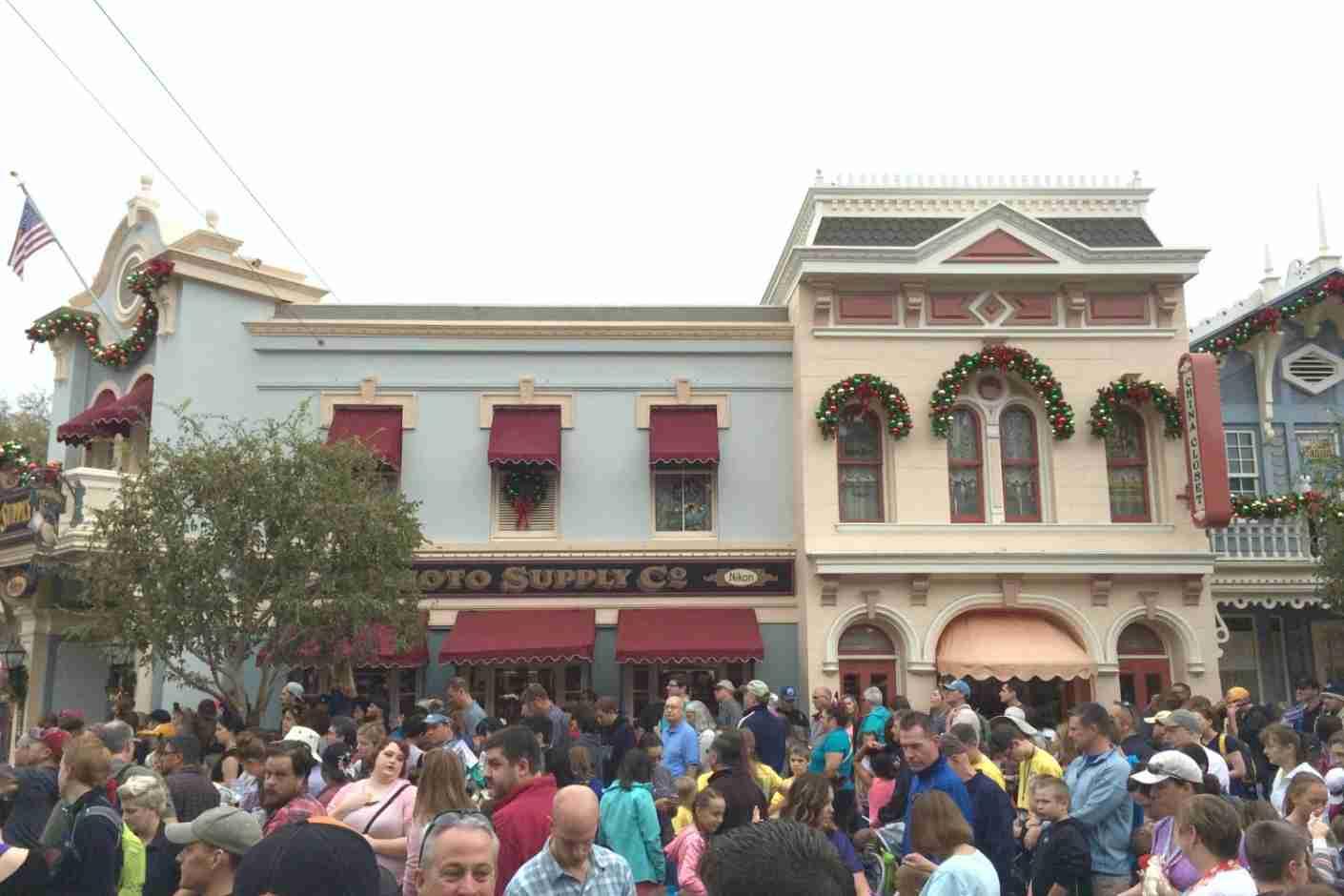 Disneyland Lines - Massive Veteran