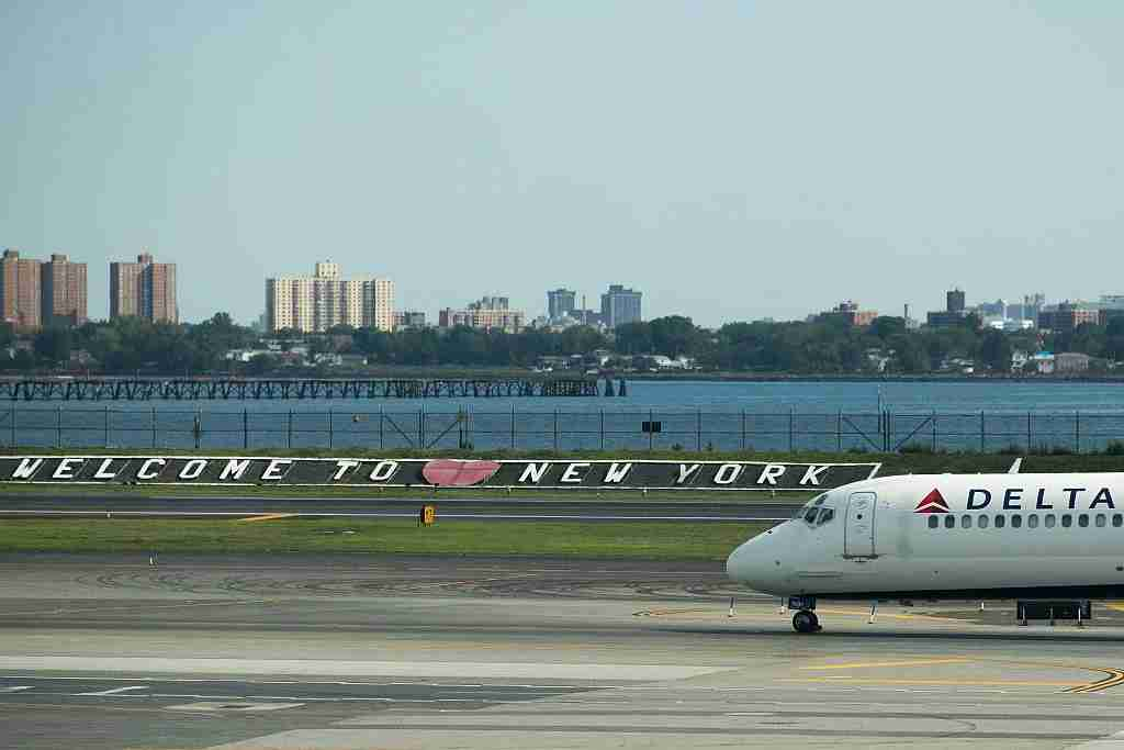 NEW YORK, NY - AUGUST 8: A Delta jet taxis on the tarmac at LaGuardia Airport , August 8, 2016 in the Queens borough of New York City. Delta flights around the globe were grounded and delayed on Monday morning due to a system outage. (Photo by Drew Angerer/Getty Images)