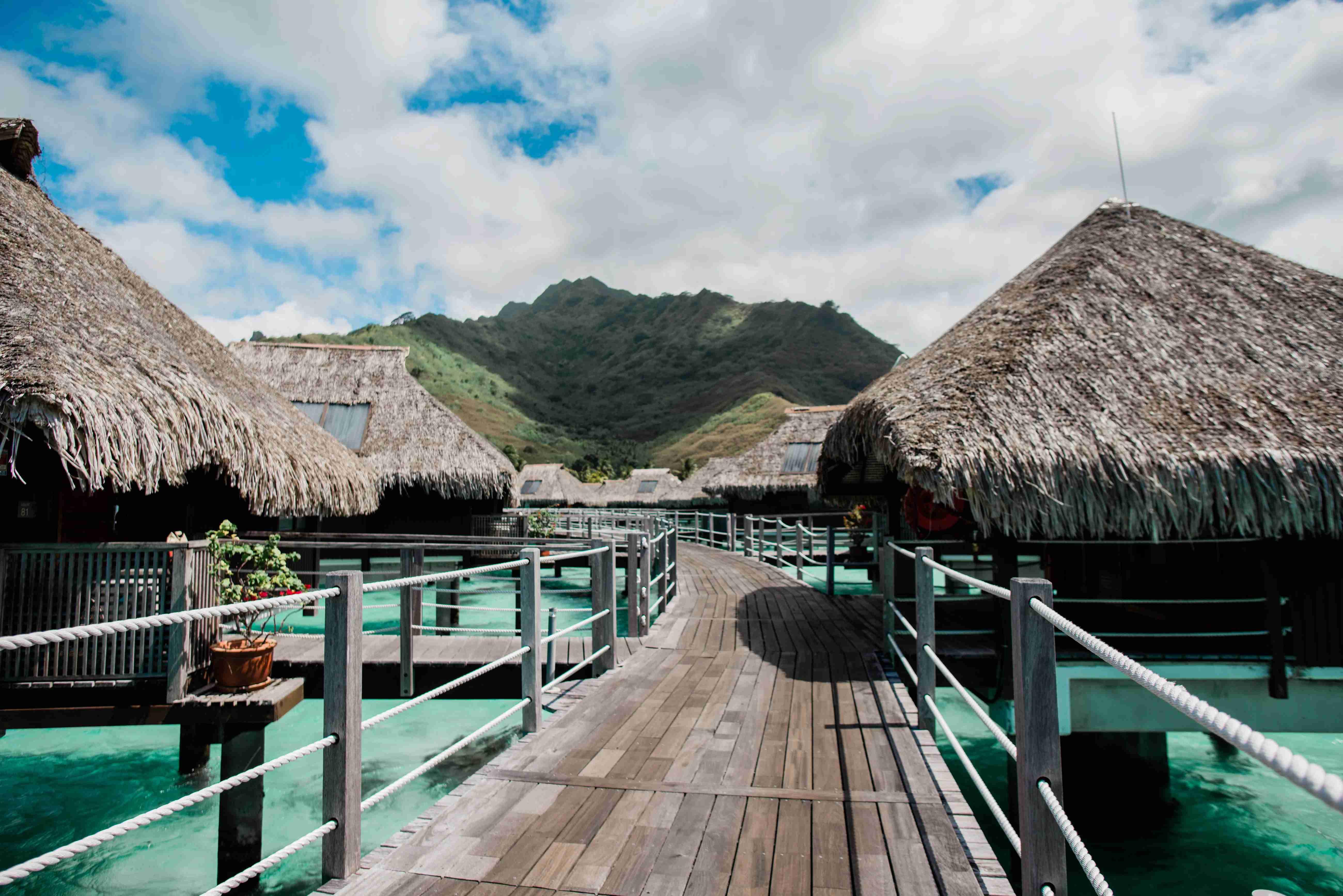 Hilton Moorea Lagoon Resort and Spa - walkway