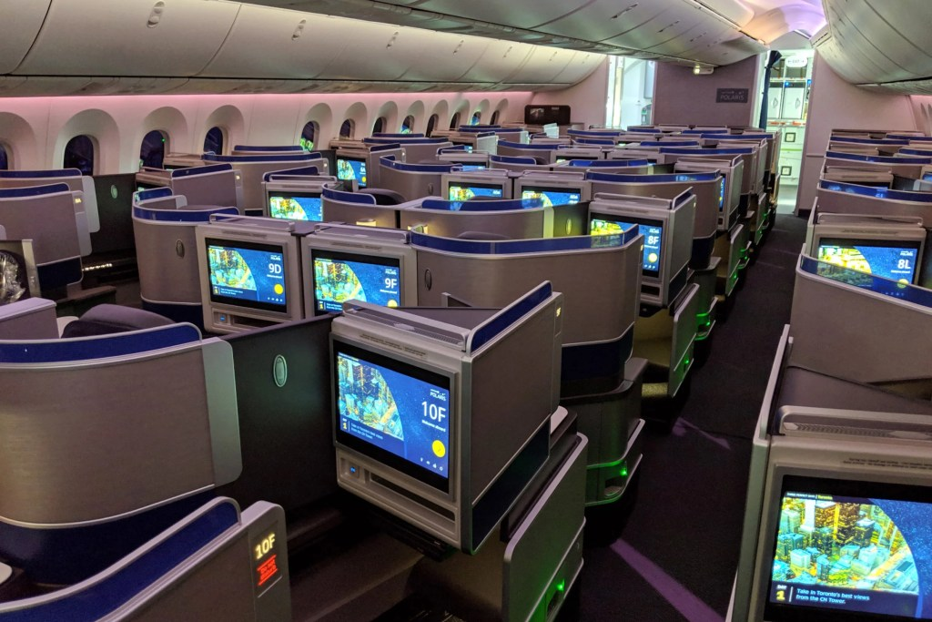 United pulls lie-flat seats from all premium transcon flights