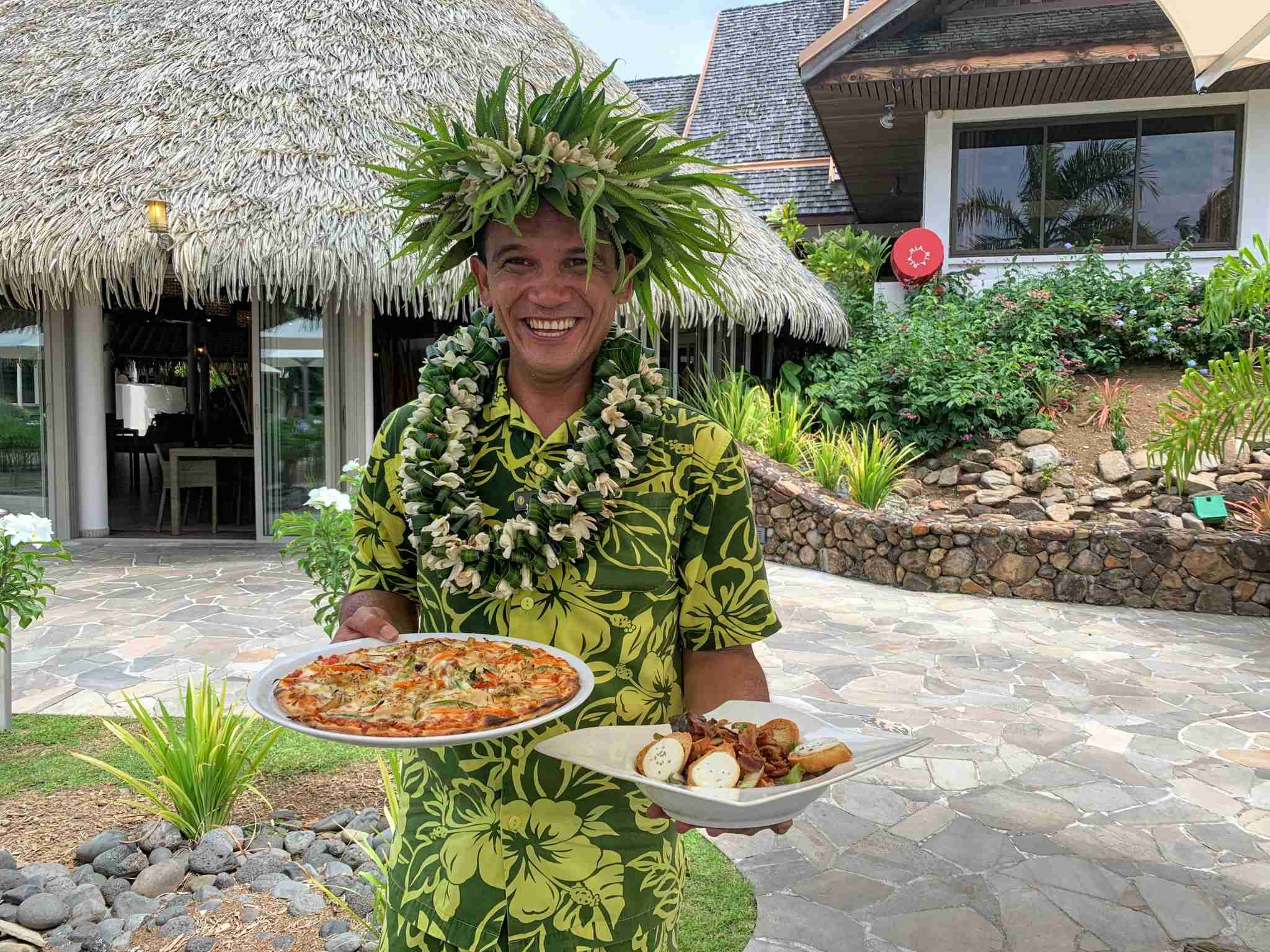 InterContinental Resort and Spa Moorea - waiter lunch fare hana