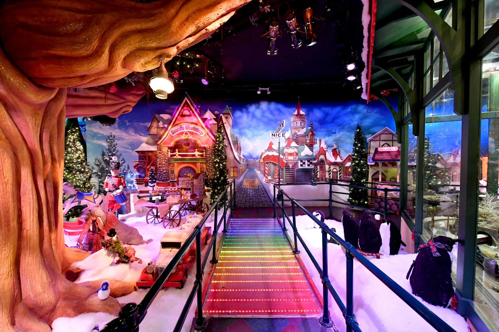 Reservations Required Book A Visit To Santaland At Macy S