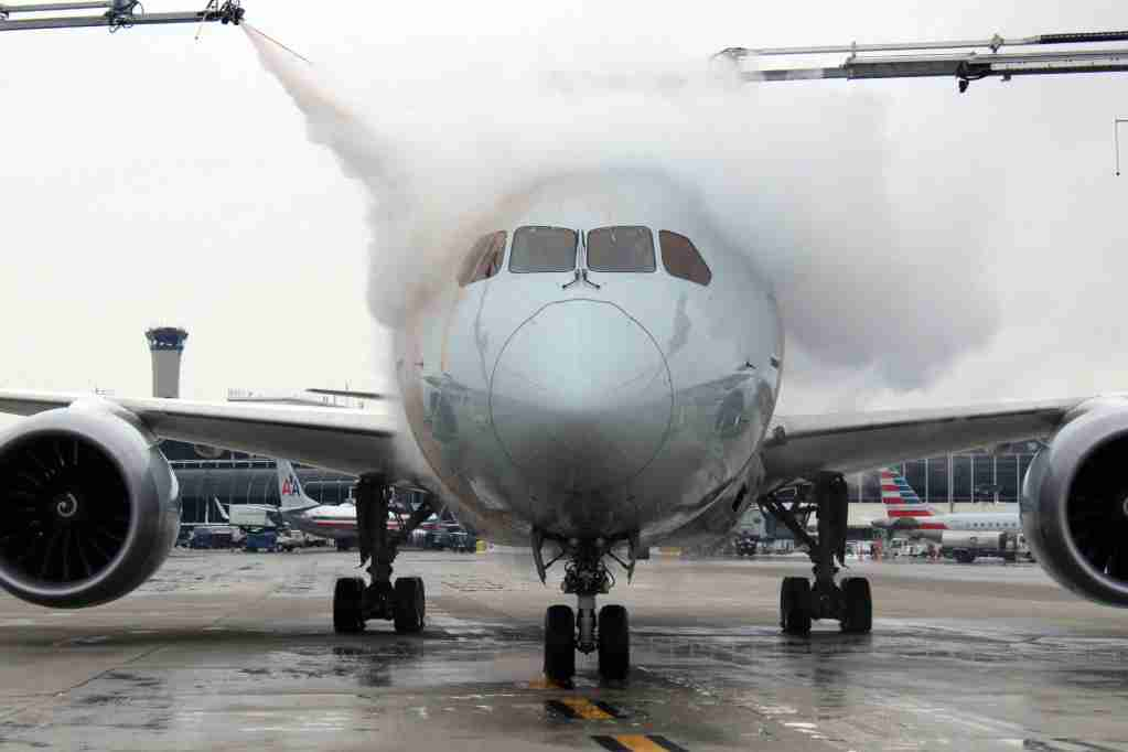 An American Airlines Boeing 787 (AA 90) being deiced just prior to departure from ORD to LHR. (Image by author).