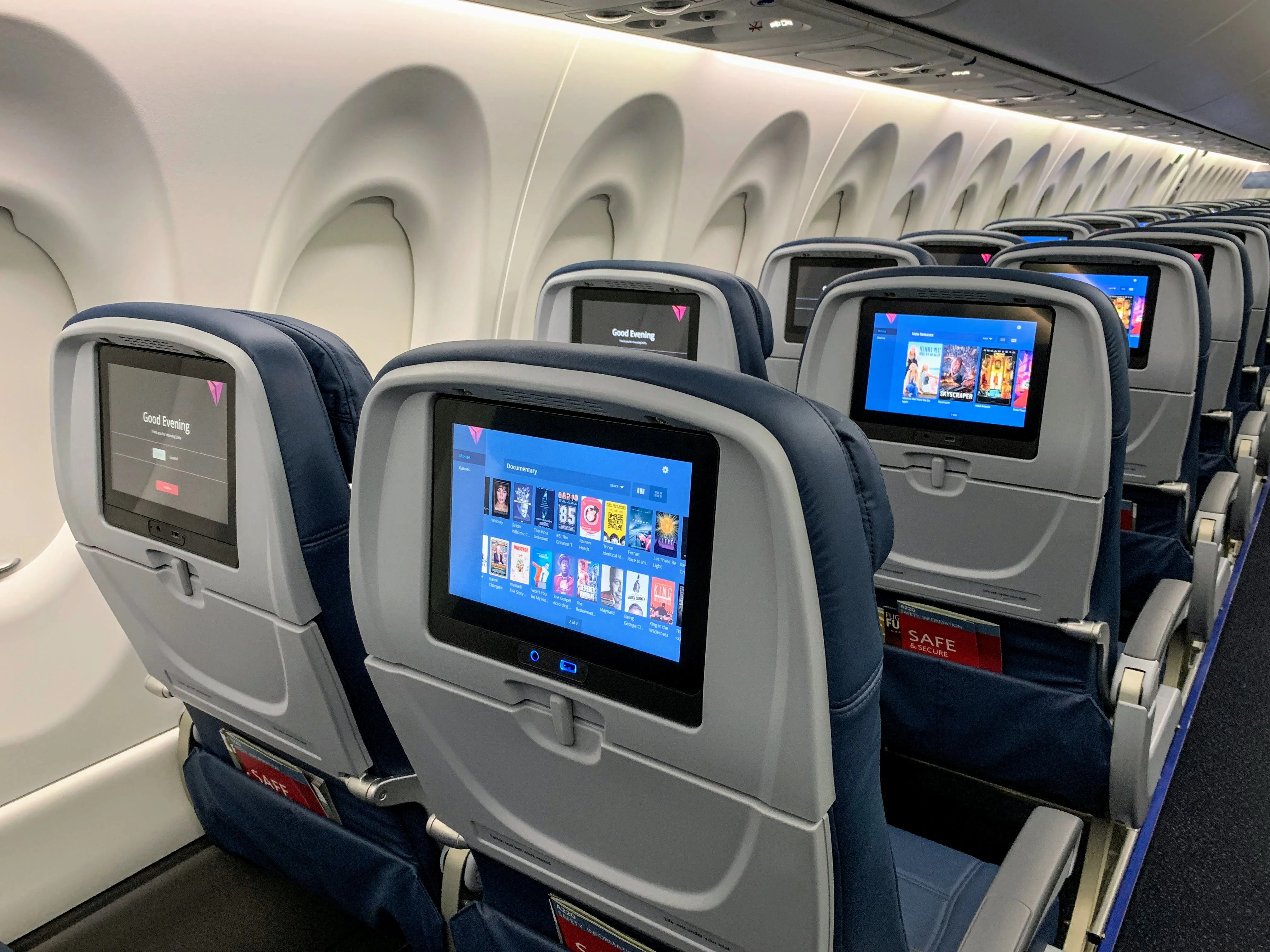 This Aircraft Manufacturer Thinks Flexible Displays Could Revolutionize Inflight Entertainment