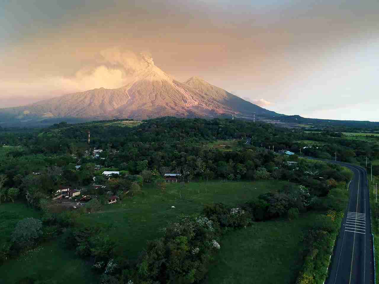 TOPSHOT - A view of the Fuego Volcano erupting, as seen from Escuintla, Guatemala on November 19, 2018. - Guatemalan authorities on Monday declared a red alert after the Fuego volcano erupted again, forcing almost 3,000 residents to flee. (Photo by CARLOS ALONZO / AFP) (Photo credit should read CARLOS ALONZO/AFP/Getty Images)