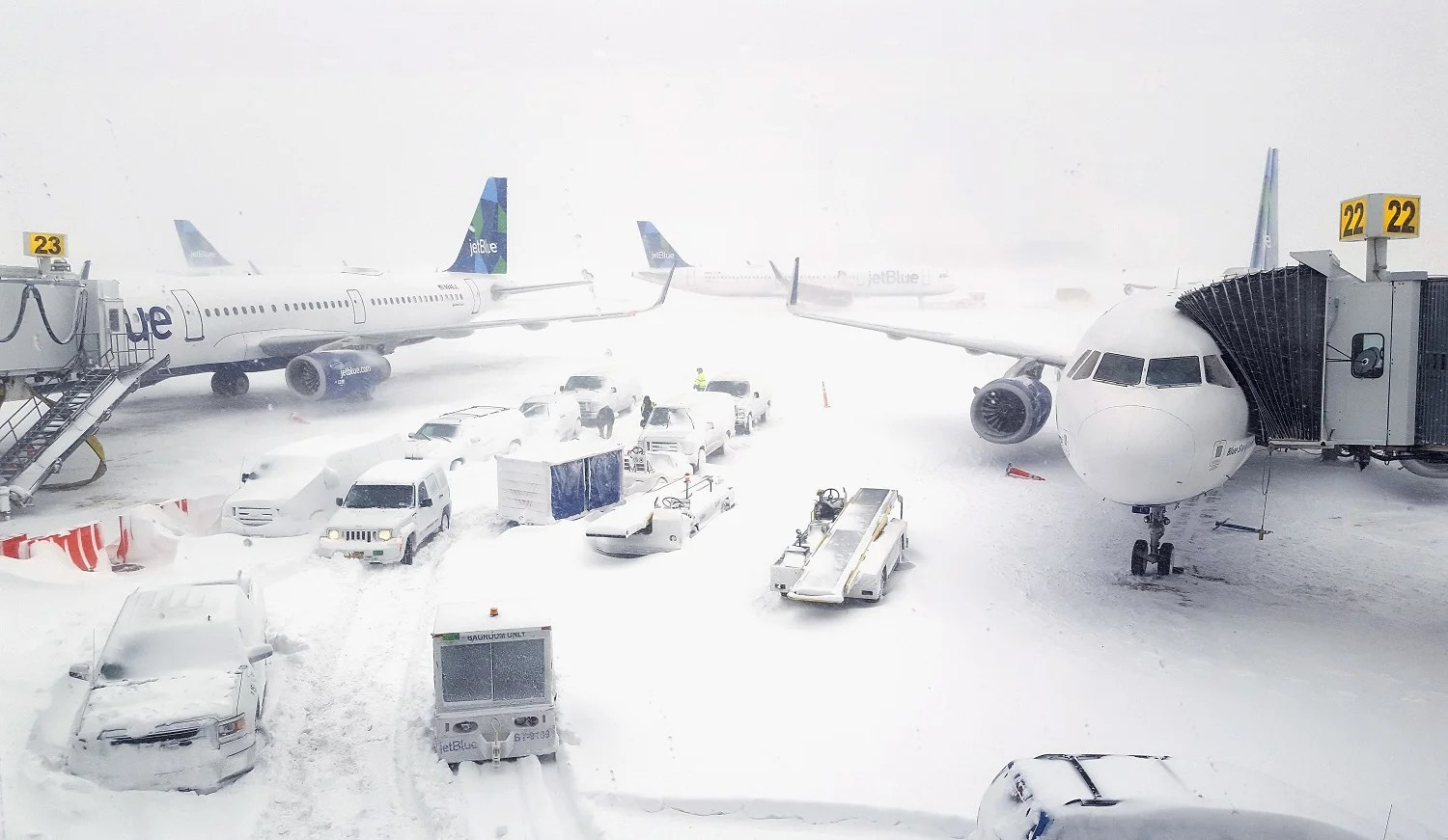 Airlines Issue Weather Waivers for 74 Airports Ahead of Massive Blizzard