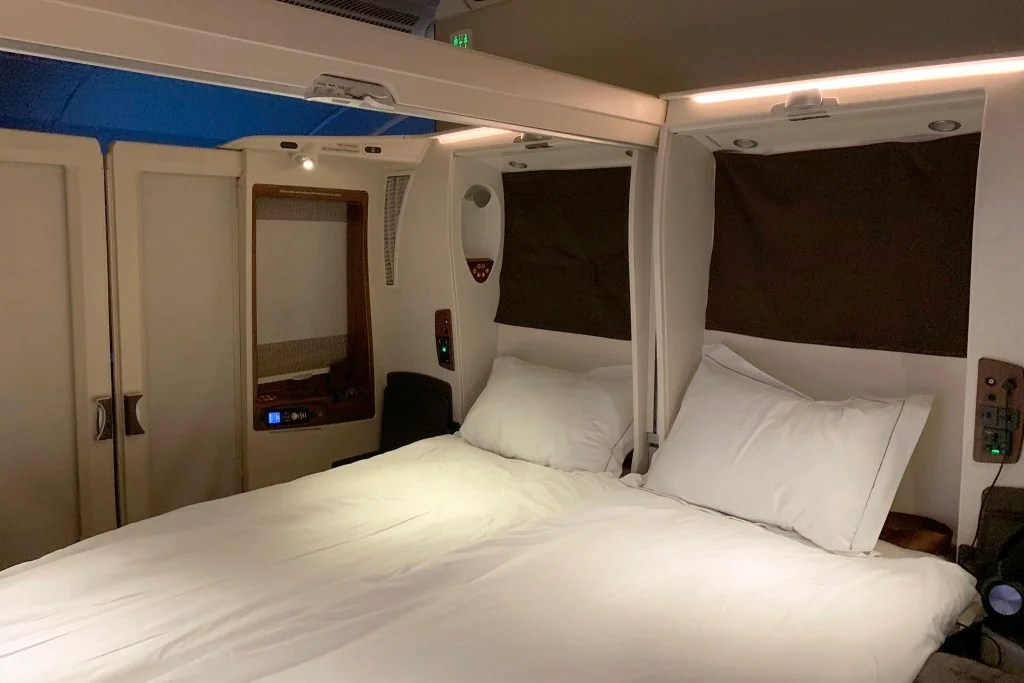 A Double Bed in the Superjumbo: Singapore Airlines (A380) in Suites From NYC to Frankfurt
