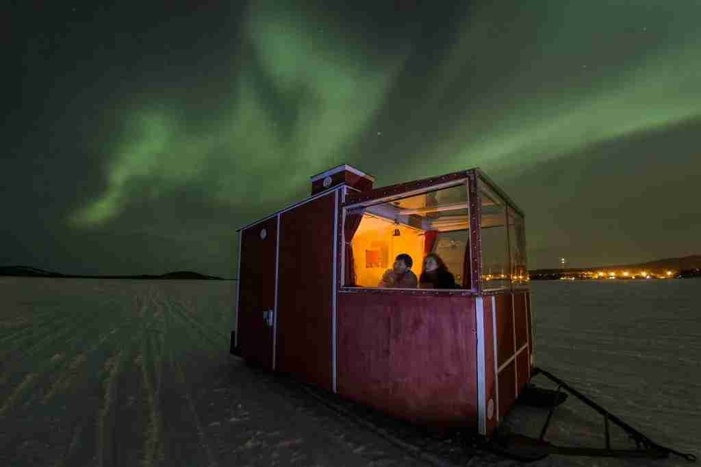 The Mobile Cabin over Lake Inari. (Photo via Airbnb)