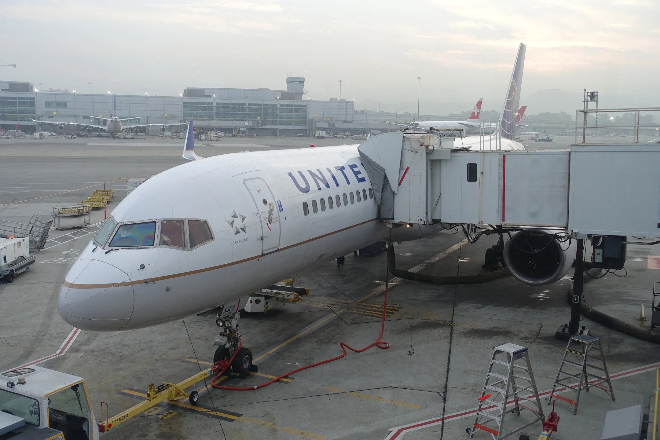 Review: United's 757-200 in Business SFO to EWR