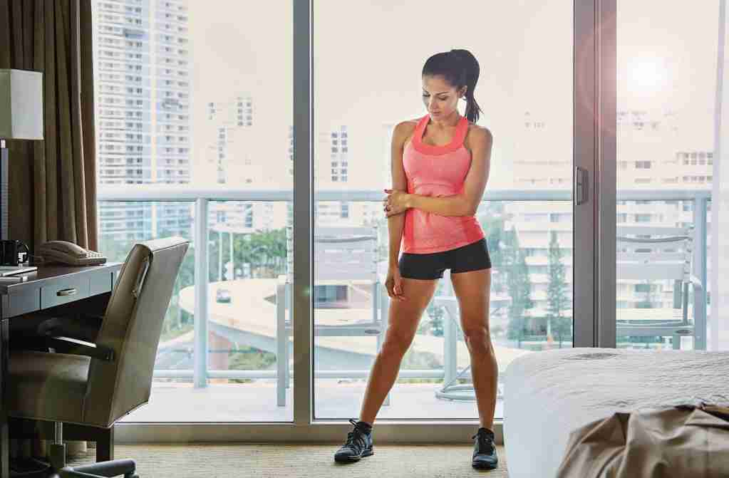 Full length shot of a sporty young woman standing in her hotel roomhttp://195.154.178.81/DATA/i_collage/pu/shoots/805615.jpg