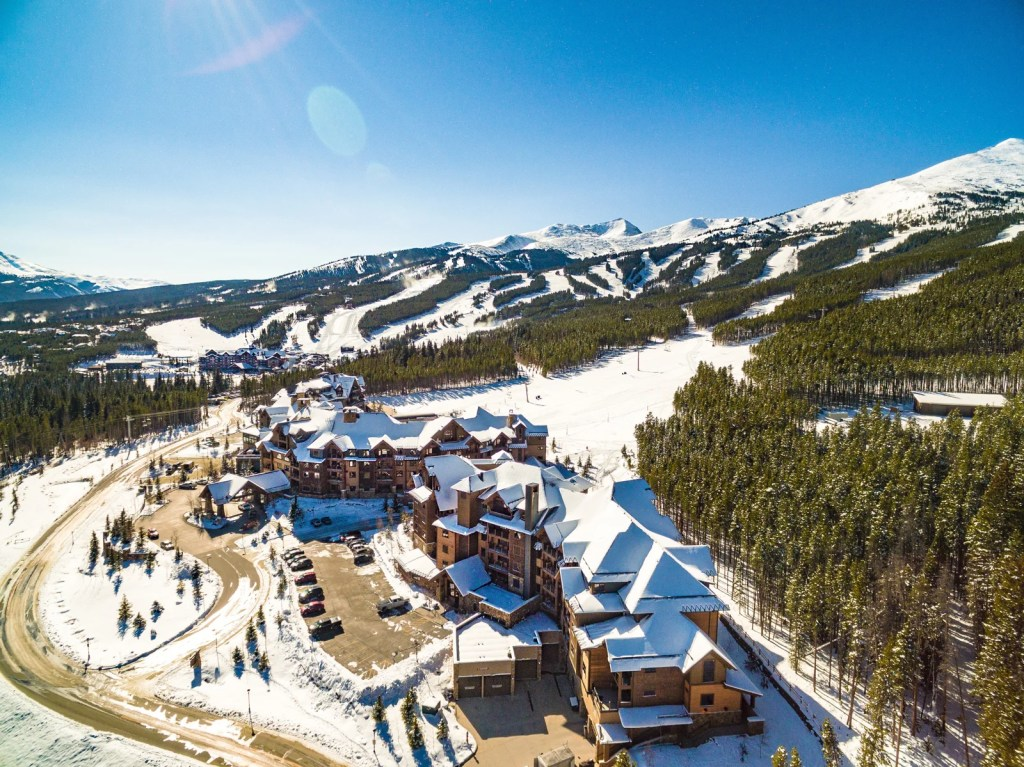 The sun shining over Breckenridge, Colorado. (Photo by Kevin Bree via Unsplash)