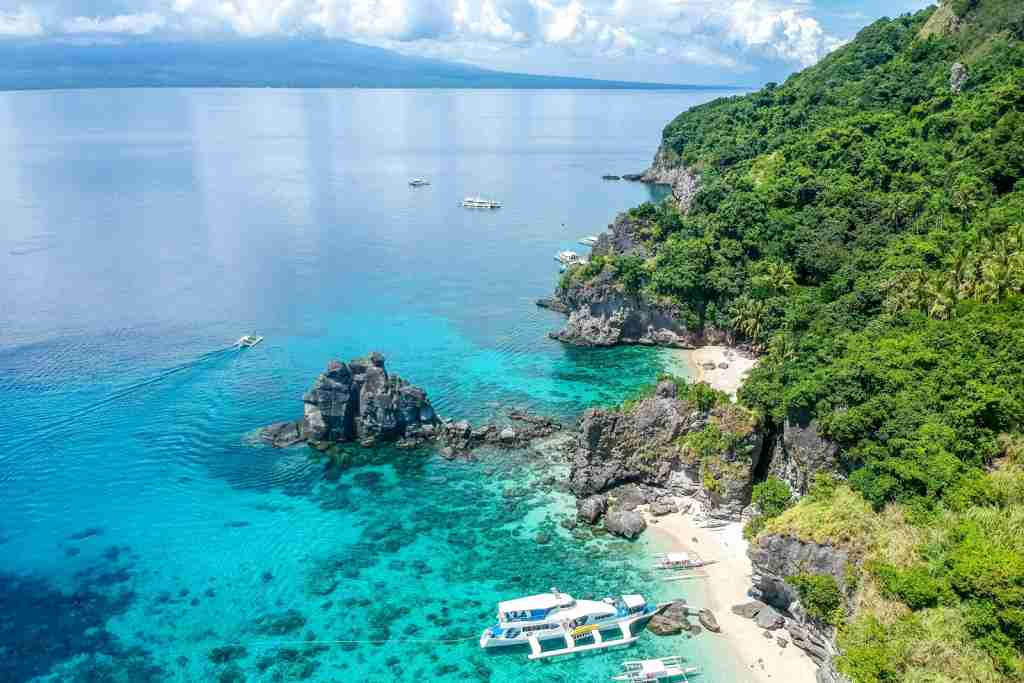 The Apo Island in Dauin, Philippines. (Photo by Cris Tagupa via Unsplash)