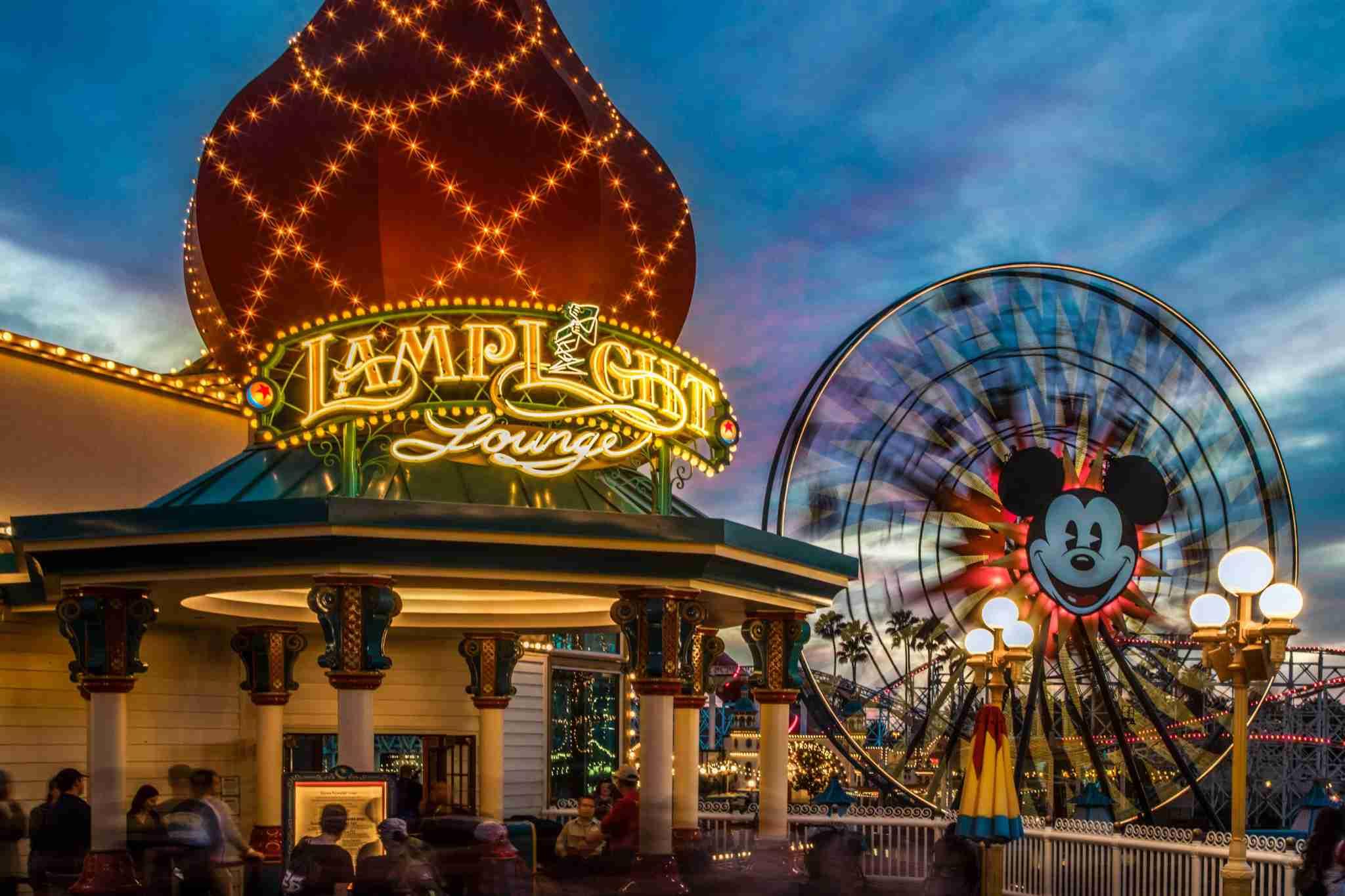 Best Disneyland Restaurants for Families - Lamplight Lounge