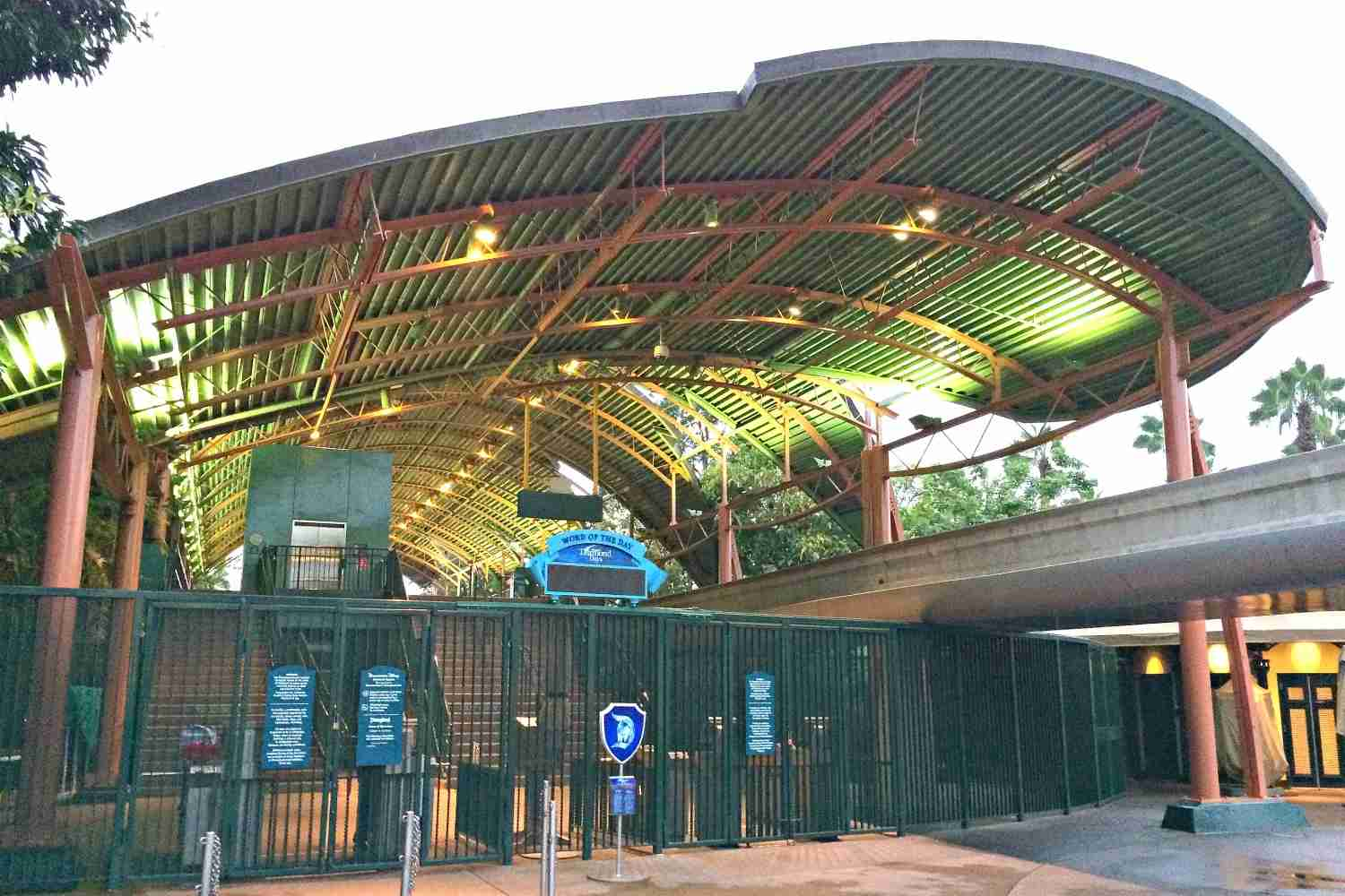 Disneyland Hotel - Monorail Station in Downtown Disney TPG