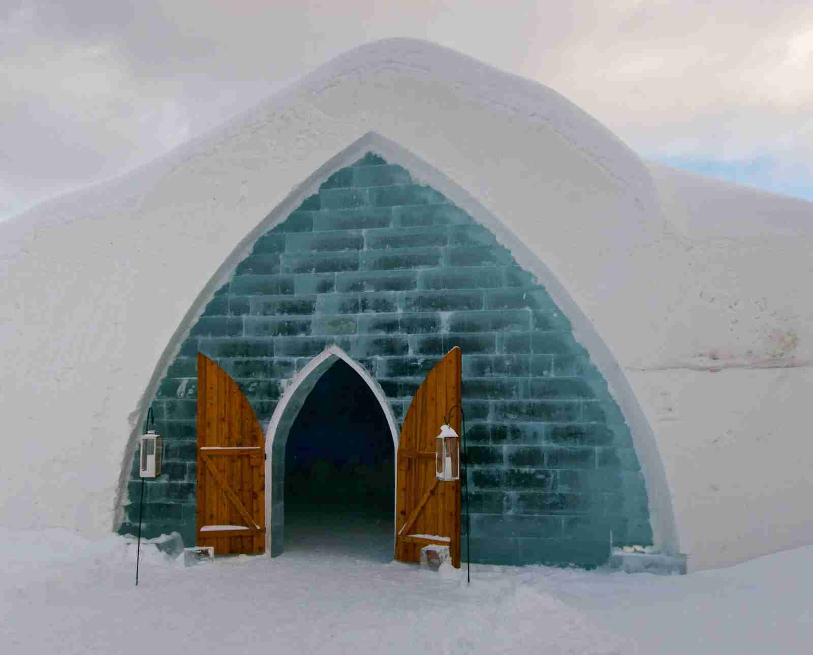 The Hotel De Glace entrance. (Photo by Jon Garrison/Unsplash)