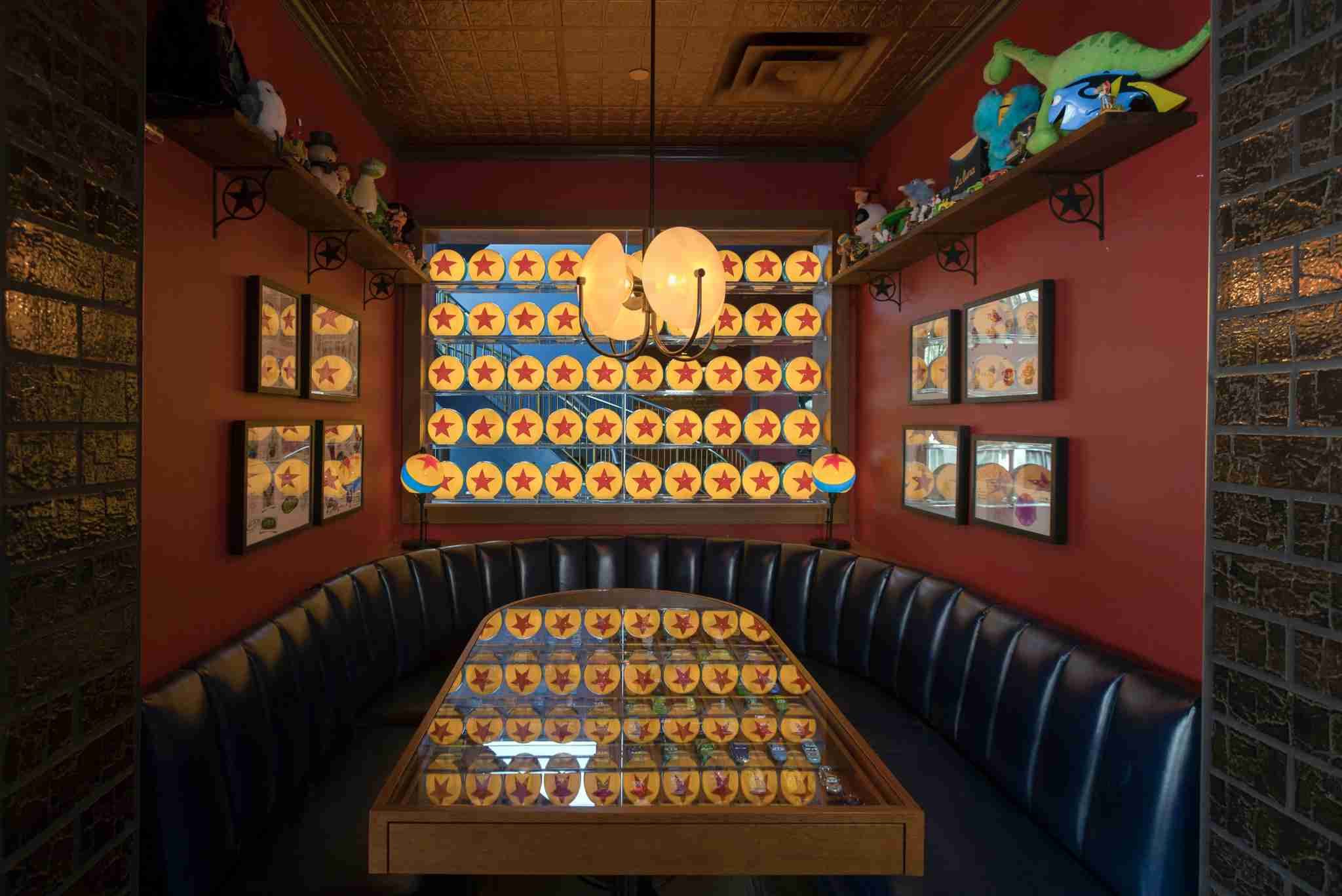 Best Disneyland Restaurants - Lamplight Lounge
