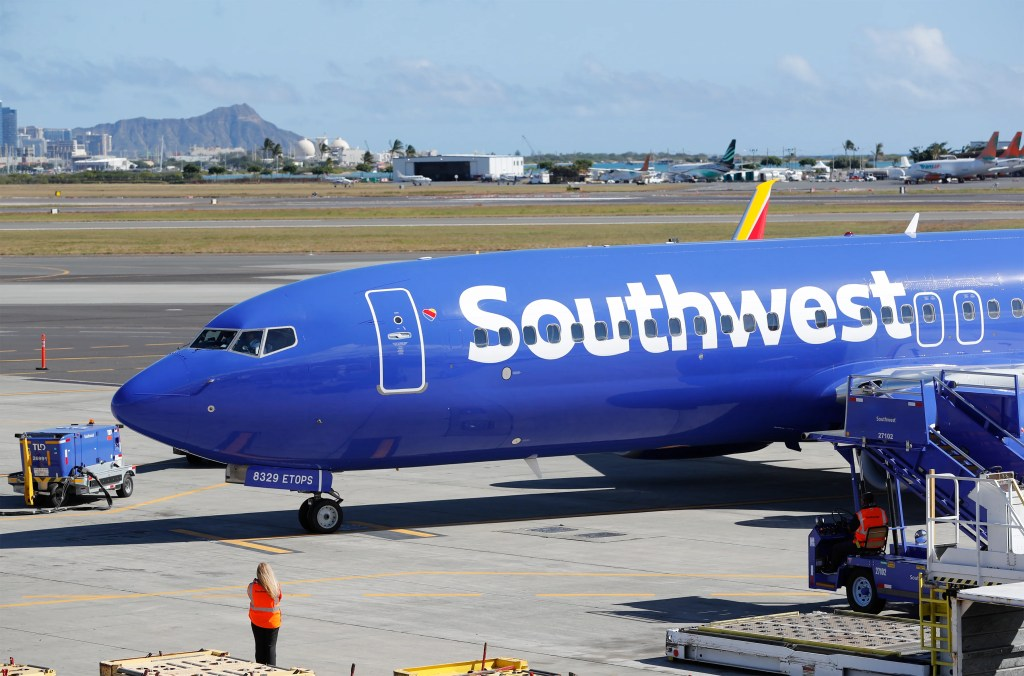 4d892481b6fa A Southwest Airlines 737 800 flight lands for the first time at Honolulu  International Airport