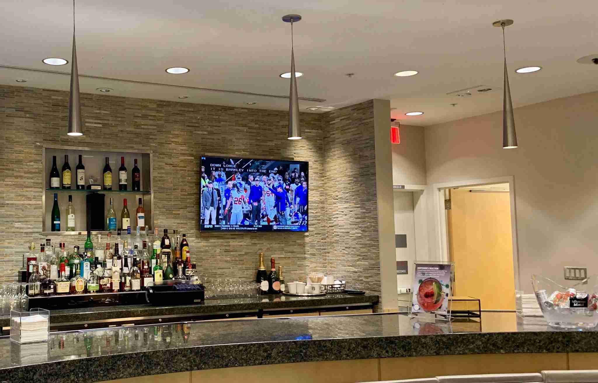 delta-sky-club-rdu-airport-bar