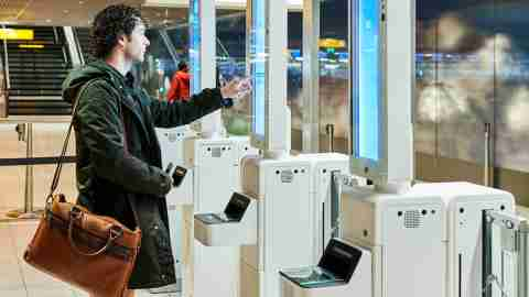 facial-recognition-boarding-Amsterdam-Airport-Schiphol_16-9-hero