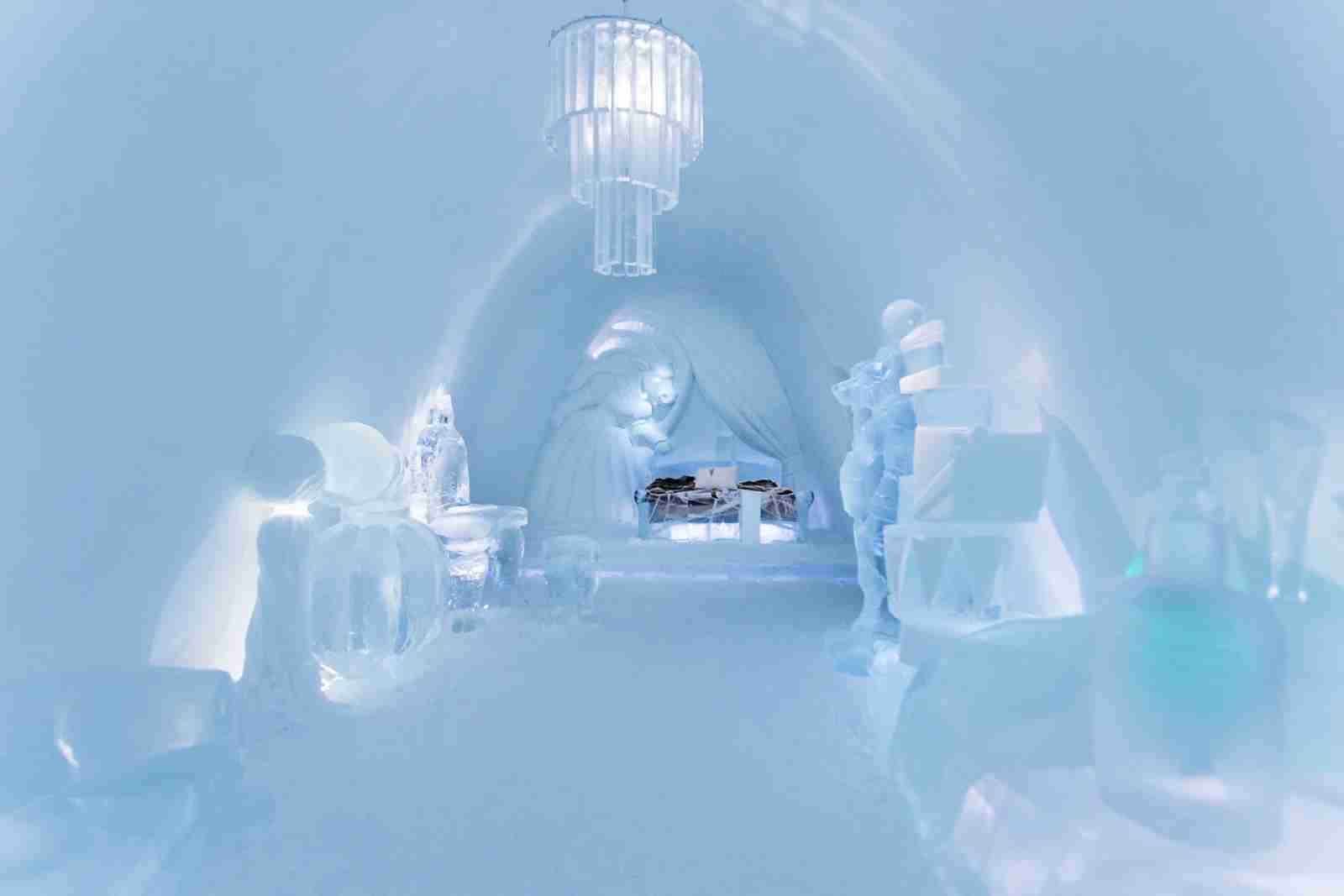 (Photo courtesy of ICEHOTEL/Luxury Suite design byTjåsa Gusfors, Ulrika Tallving)