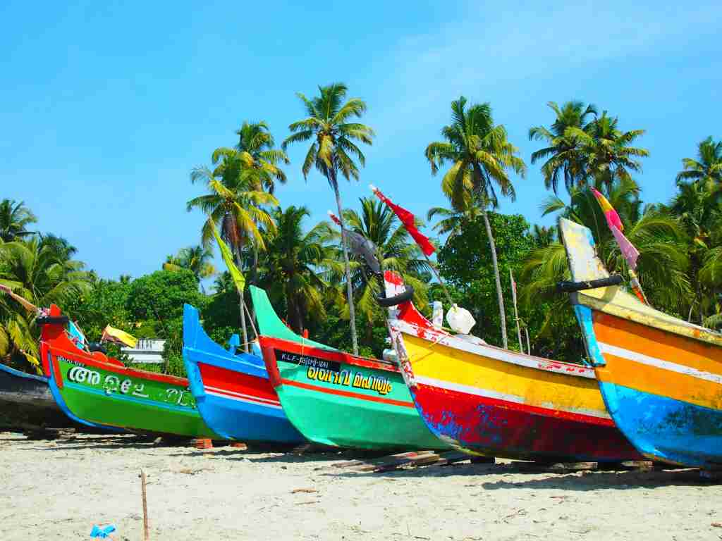 Fishing boats on a beach in Kerala (Photo by Elen Turner)