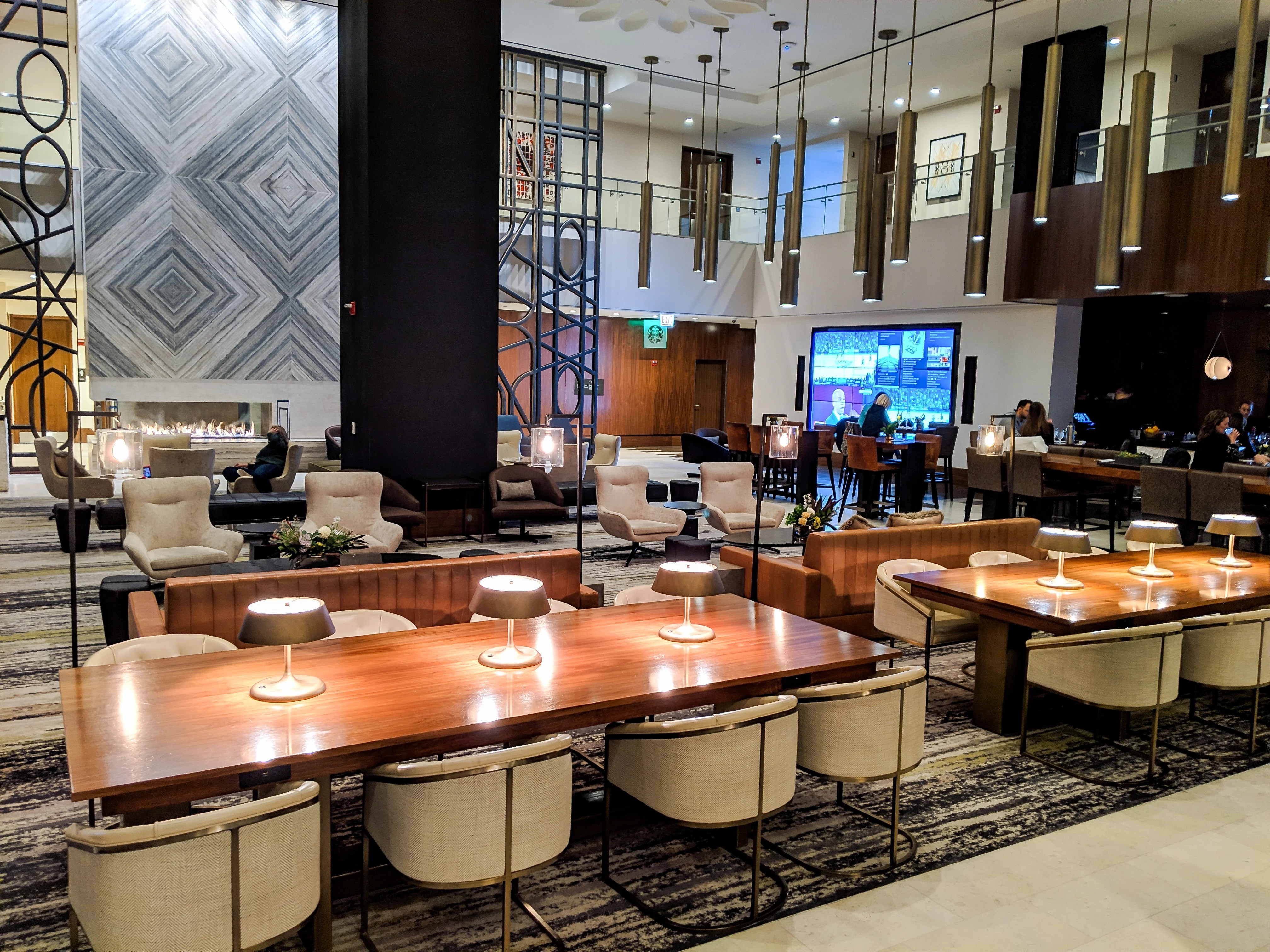Loews chicago fhr kgenter lobby