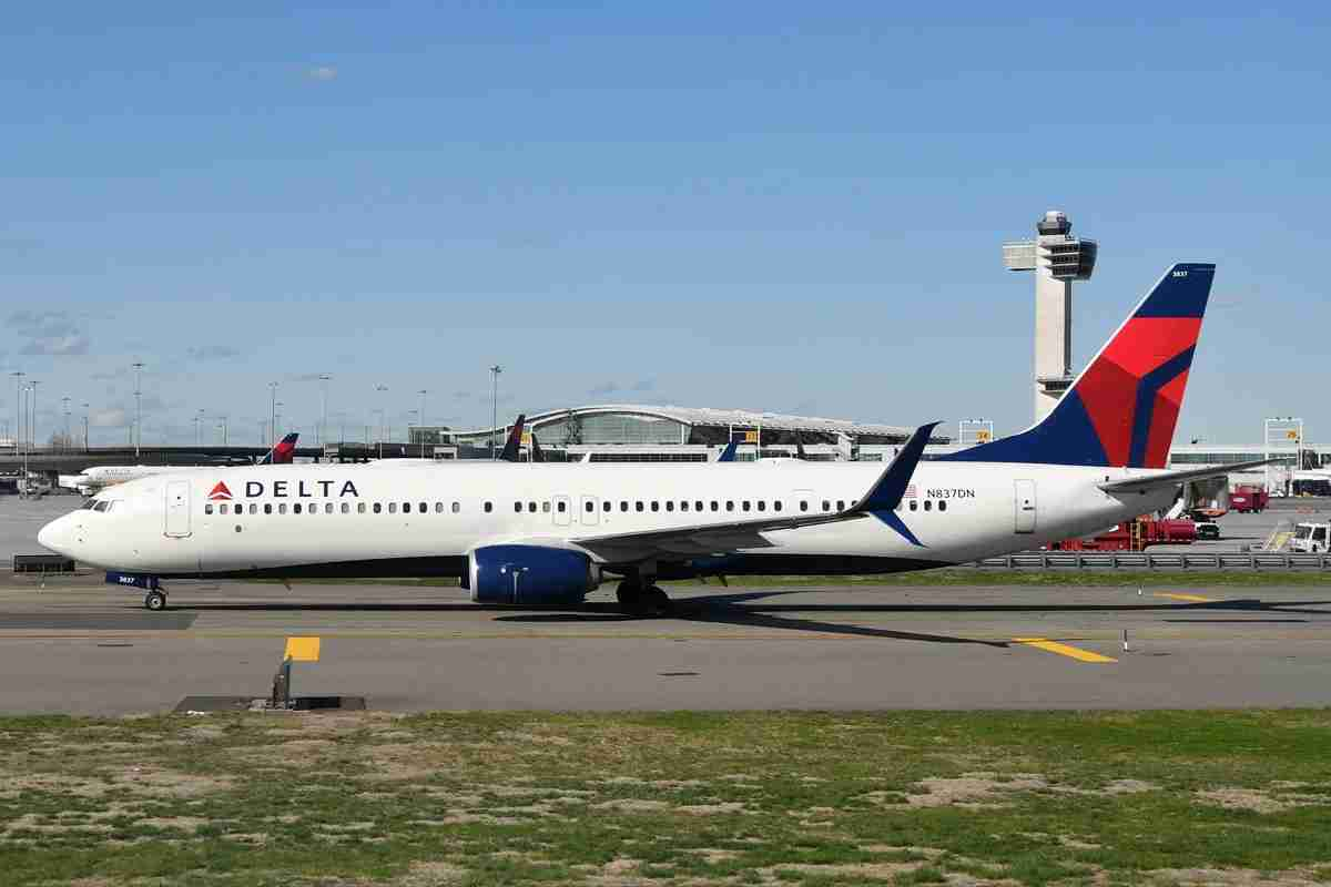 A Delta Air Lines Boeing 737-900ER is seen at New York JFK. (Photo by Alberto Riva/TPG)
