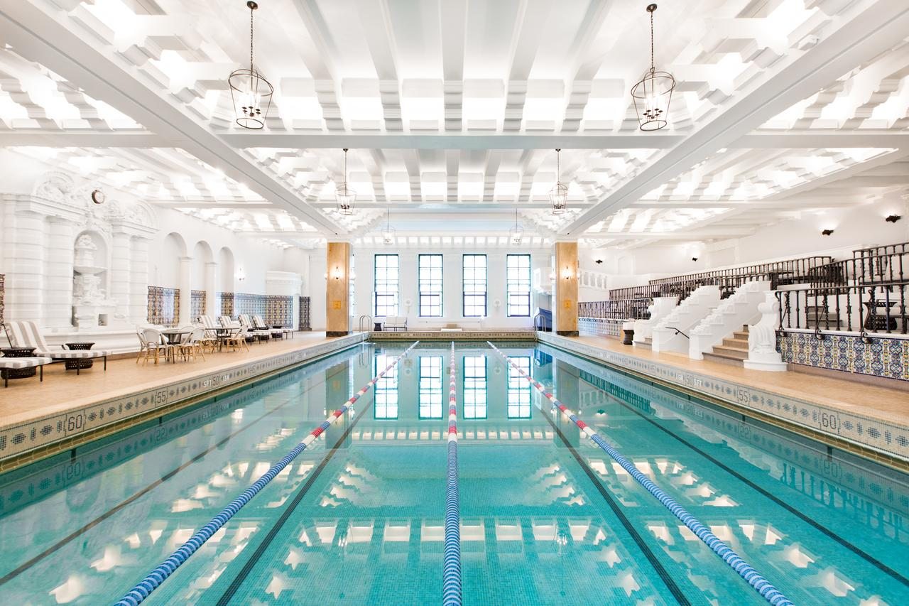 The indoor pool at the Intercontinental Chicago Magnificant Mile. (Photo courtesy of Intercontinental Chicago)