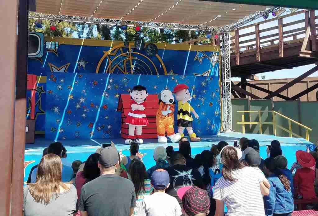 Camp Snoopy Show - Knott