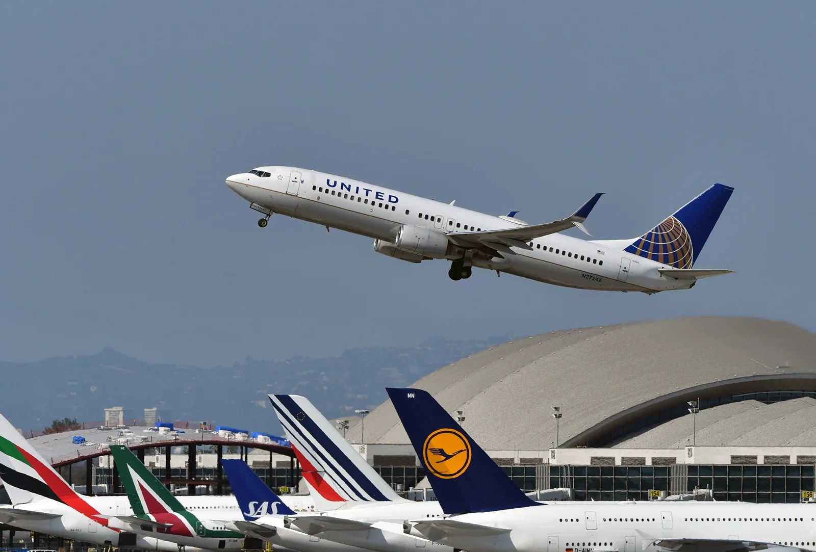 United Airlines adds Alaska route from Los Angeles hub