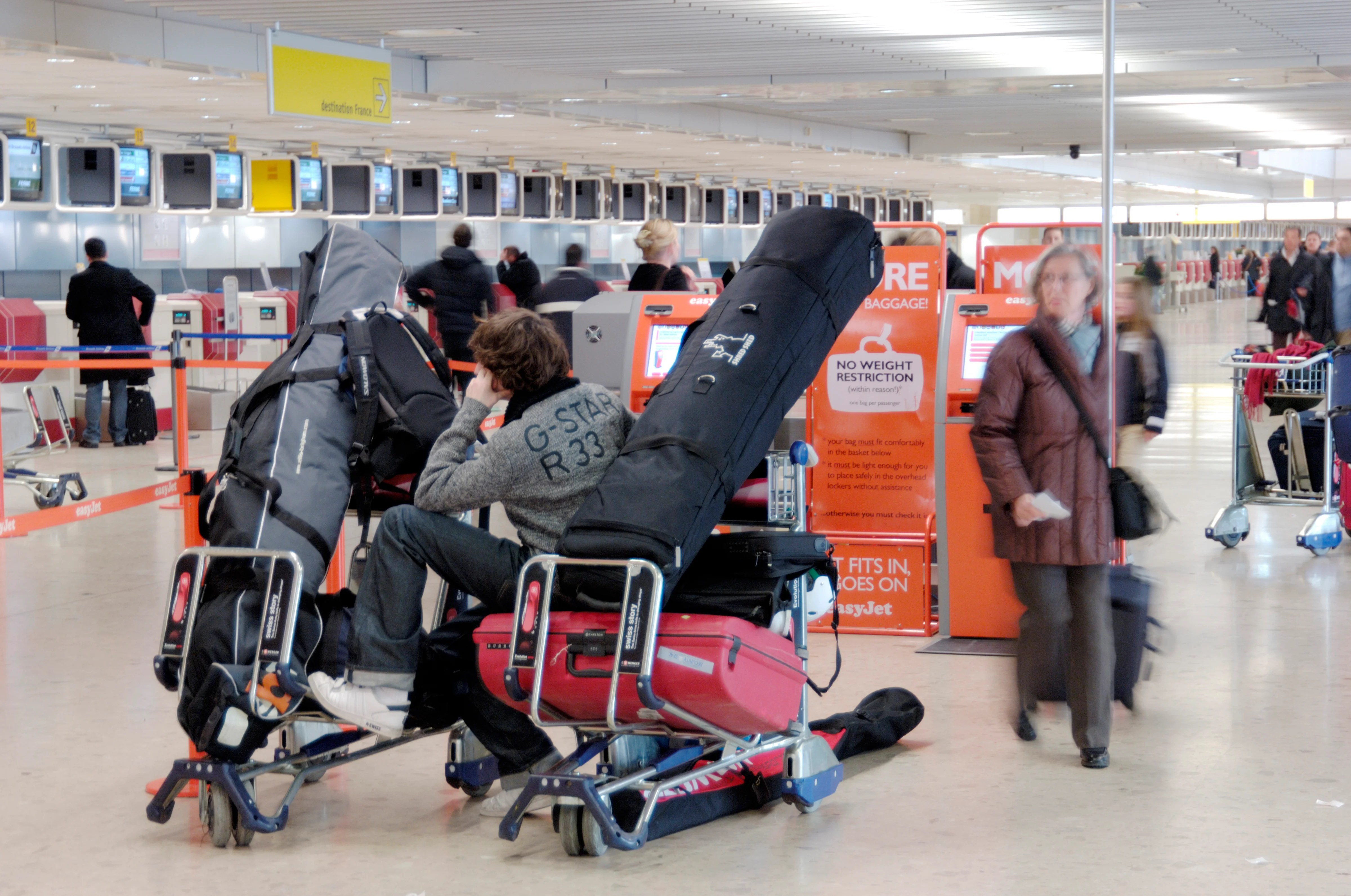 AA Slashes Oversized-Bag Fees By 80% for Some Sports Equipment, Music Gear