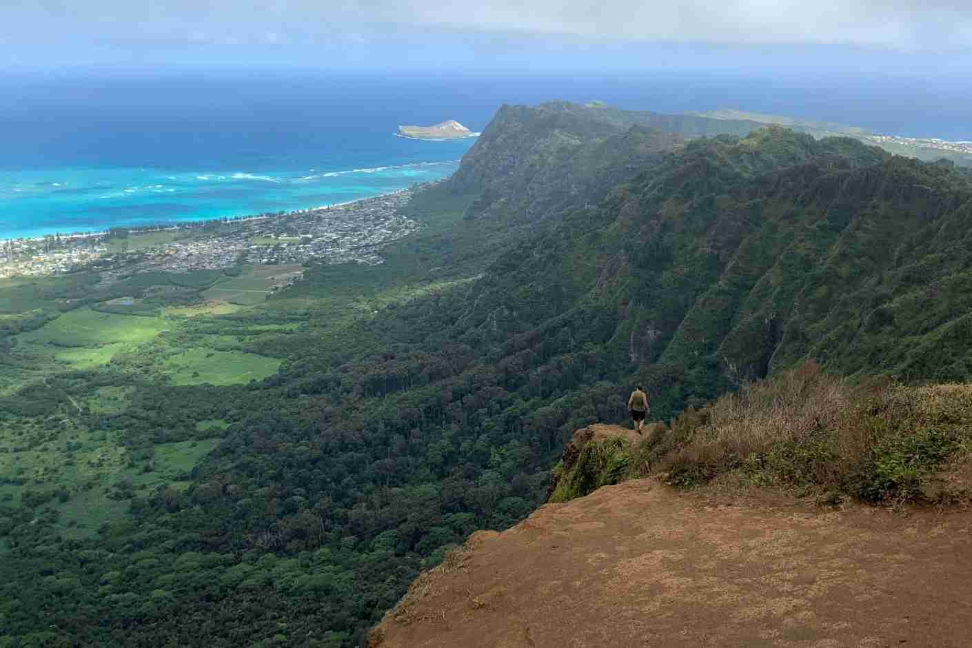 I was plenty warm on this hike in Oahu until the clouds and rain rolled in, and I was happy I had my rain jacket. (Photo by Brian Biros / The Points Guy)