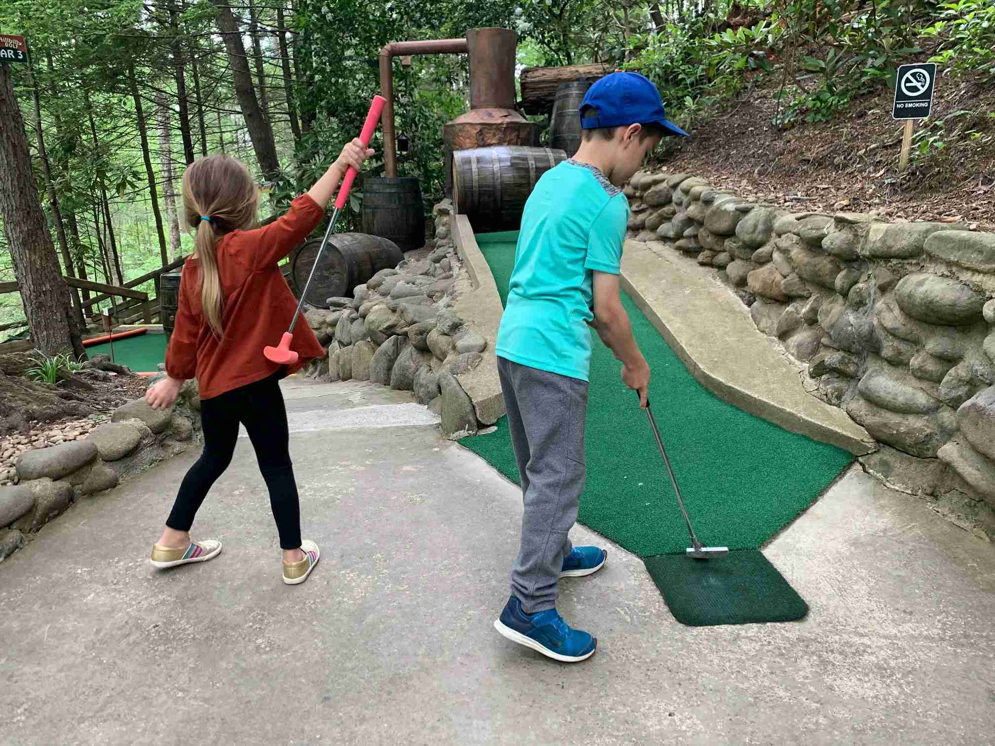 Hillbilly Golf Gatlinburg TN putting Timothy and Scarlett