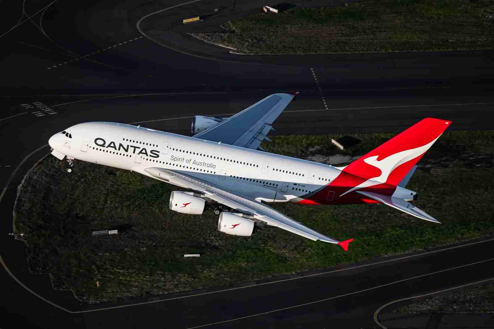 Qantas-A380-at-Sydney-Airport-SYD-4