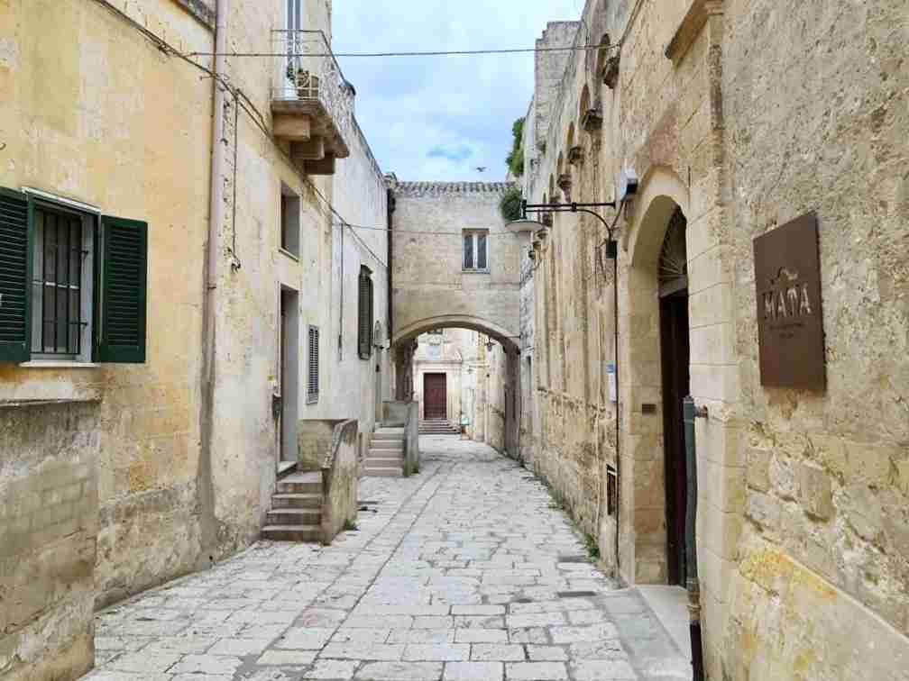 A narrow lane in the sassi of Matera. (Photo courtesy of Marco del Greco.)