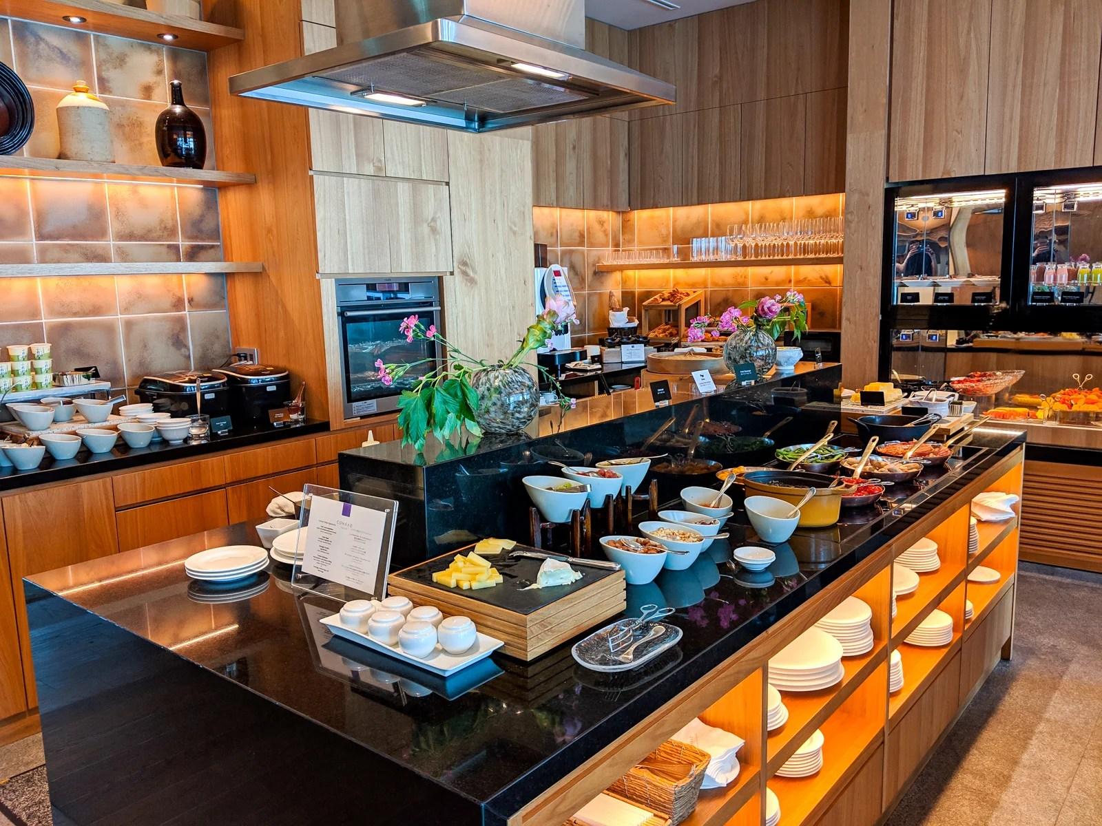 東京のコンラッドでの朝食(写真:サマンサ・ローゼン/ザ・ポイント・ガイ)