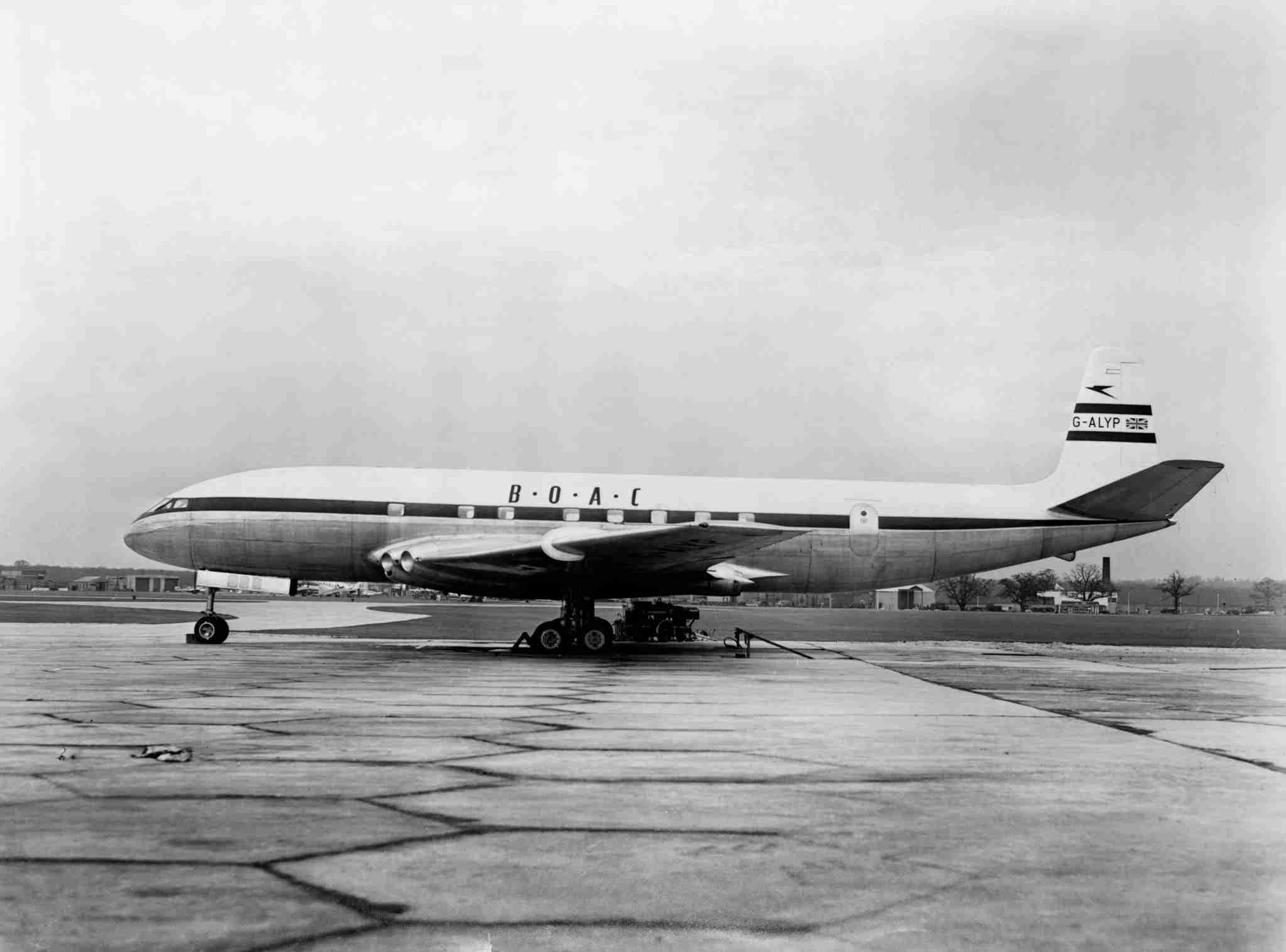 UNITED KINGDOM - NOVEMBER 15: De Havilland 106 Comet 1 G-ALYP of BOAC, 19 De Havilland 106 Comet 1 G-ALYP of BOAC, 1952. At Hatfield. (Photo by Science & Society Picture Library/SSPL/Getty Images)