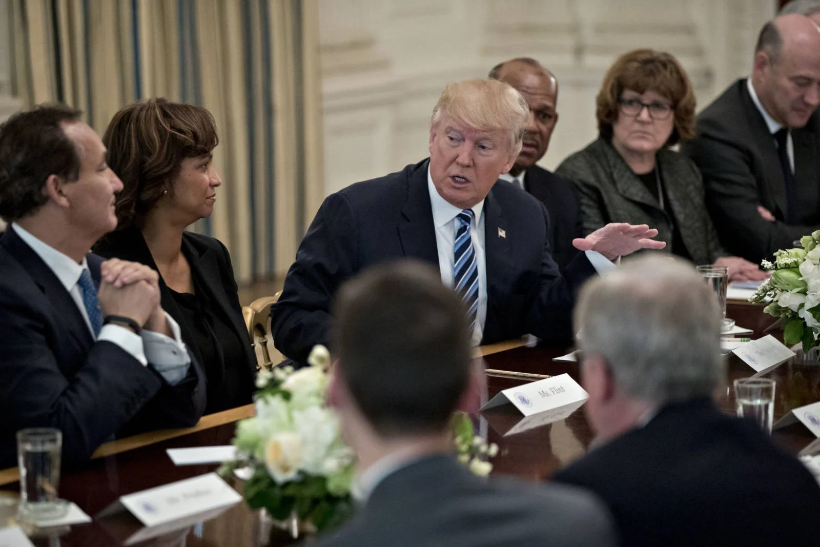 President Trump Doesn't Side with US Airlines During White House Meeting