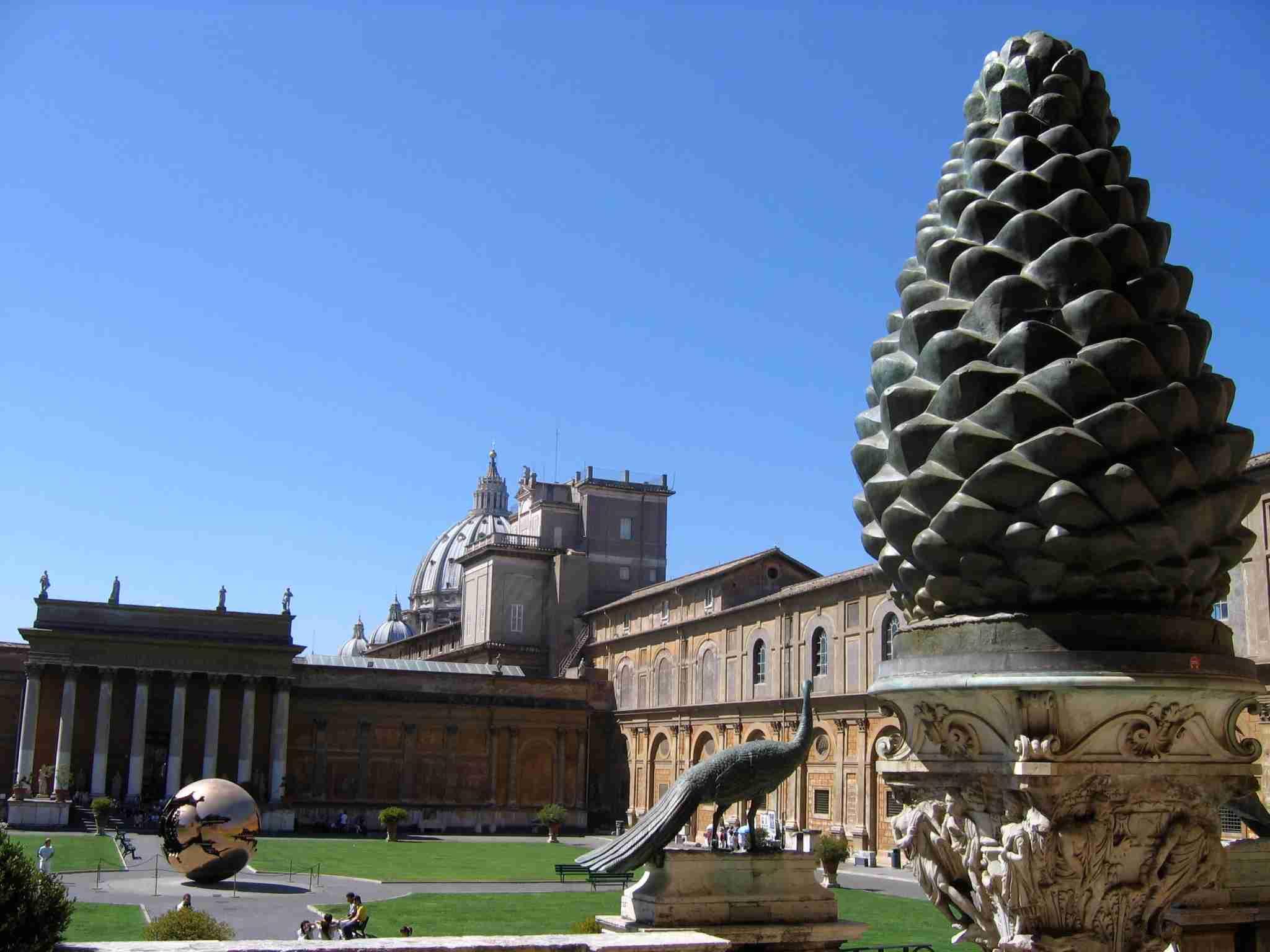 pinecone courtyard vatican