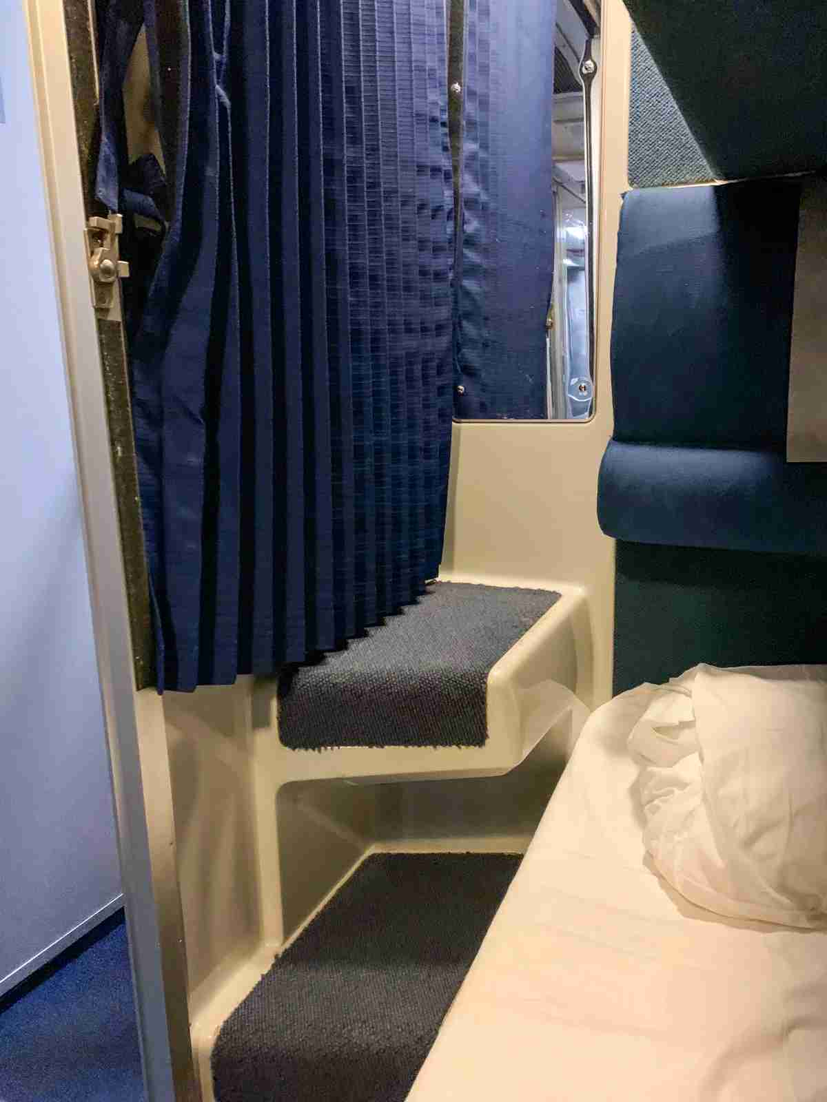 Steps to Upper Roomette Bunk (Photo by Ed Pizzarello / The Points Guy)