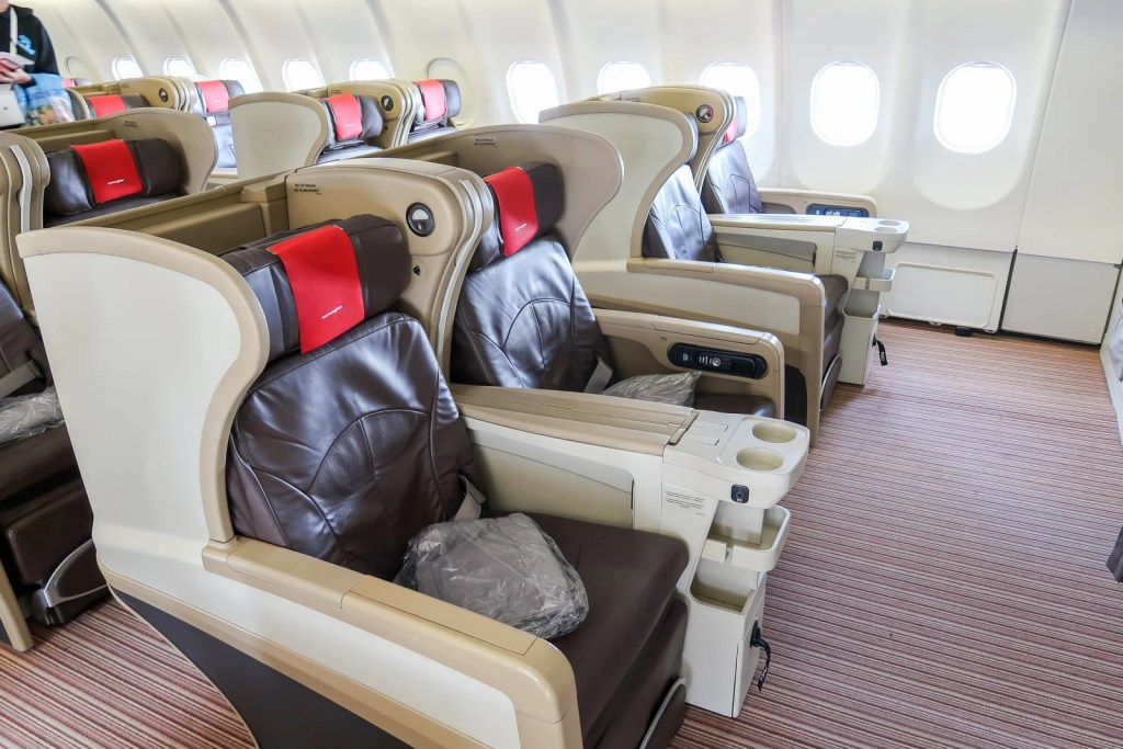 A wonderful surprise: A review of Norwegian's premium economy on the leased Evelop A330, New York to London