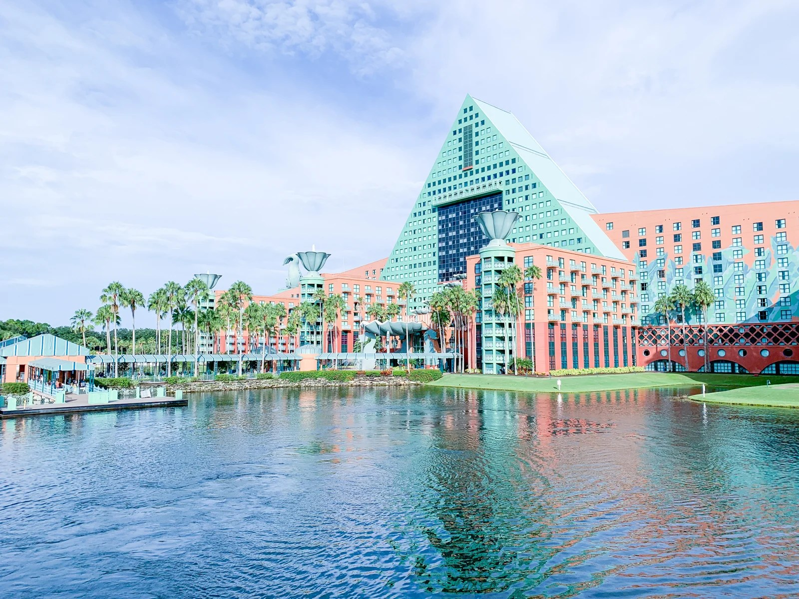 Comparing Marriott's Swan and Dolphin Walt Disney World Resorts