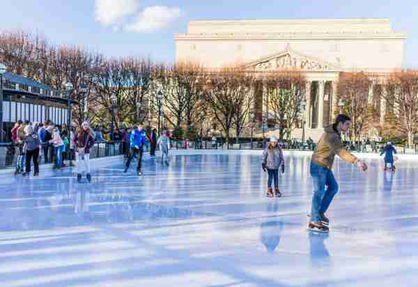 Ice rink skating in National Gallery. (Photo by krblokhin / Getty Images)