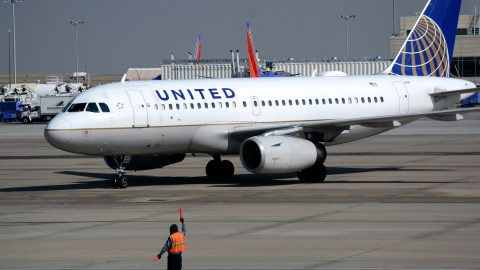 Is United Airlines inching closer to buying a 100-seat