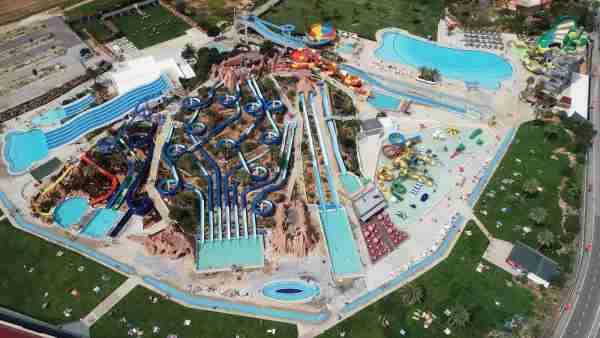 Slide and Splash Water Slide Park in Algarve. (Photo courtesy of Algarve Pass)