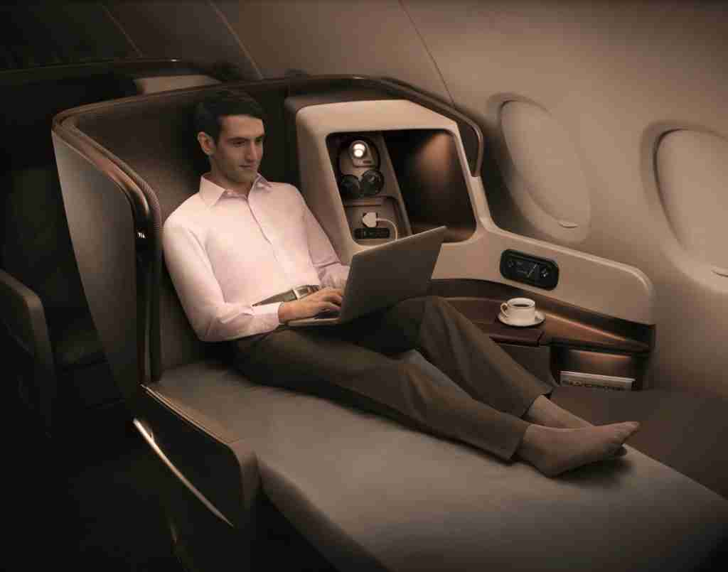 Singapore Airlines updated business class aboard a Boeing 777 (Image courtesy of Singapore Airlines)