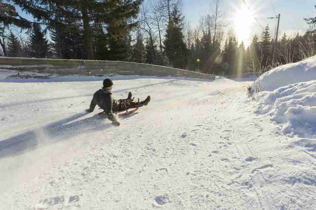 Take the kids sledding in Oslo at the Korketrekkeren Toboggan Run, accessible . by metro (Didrick Stenersen)