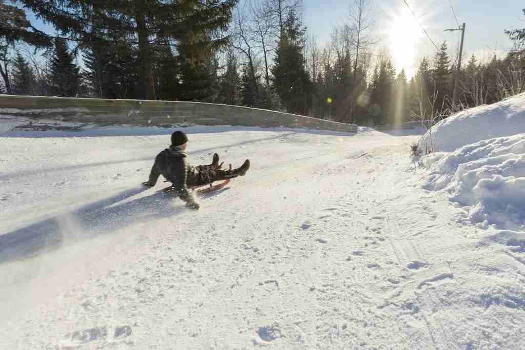 Take the kids sledding in Oslo at the Korketrekkeren Toboggan Run, accessible . by metro (Didrick Stenersen)