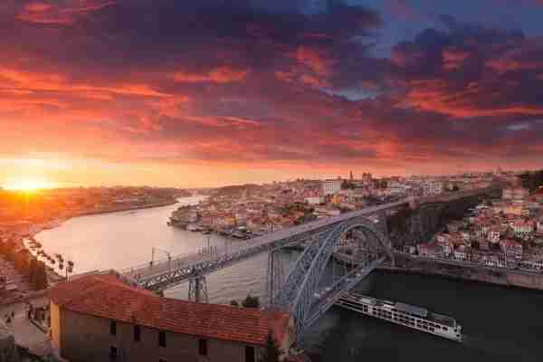 Porto, Portugal and the Dom Luís Bridge over the Douro river. (Photo by Sebastien GABORIT / Getty Images)