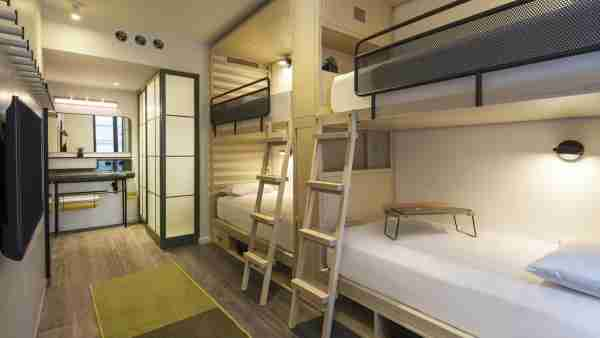Bunk bed room at the Moxy Chelsea (Photo courtesy of booking.com)